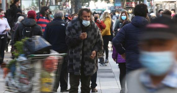 Burmistrz 7-milionowej stolicy Chile - Santiago, musiał osobiście interweniować w olbrzymim centrum handlowym Asia-Pacifico, gdy pierwszego dnia oficjalnego złagodzenia kwarantanny w mieście tłum ludzi spragnionych zakupów wypełnił szczelnie halę.