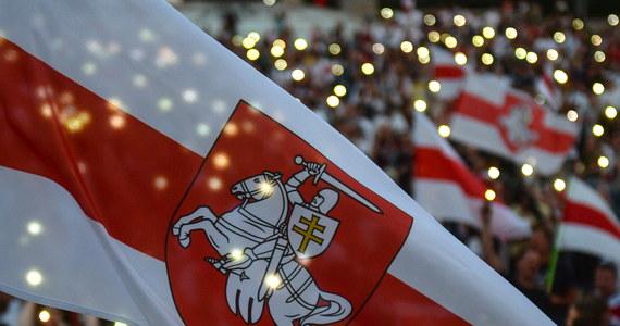 """Kandydatka na prezydenta Białorusi Swiatłana Cichanouska w opublikowanym w internecie nagraniu wideo wezwała Radę Europejską, by nie uznawała sfałszowanych wyborów na Białorusi. Przebywająca na Litwie polityk zaapelowała o """"poparcie dla przebudzenia Białorusi""""."""