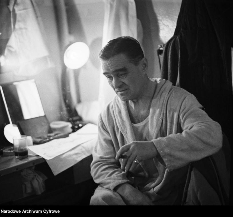 20 sierpnia mija 45 lat od śmierci Adolfa Dymszy - aktora komediowego, jednej z największych gwiazd polskiej sceny rewiowej i filmowej, niezapomnianego Dodka - sympatycznego warszawskiego cwaniaka o złotym sercu.