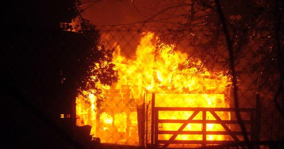 Kalifornia walczy z pożarami. Ogień przesuwa się i trawi kolejne obszary. Tysiące ludzi musiało uciekać ze swoich domów w okolicach San Francisco. Gubernator Kalifornii Gavin Newsom – w związku z walką z pożarami - ogłosił stan wyjątkowy.