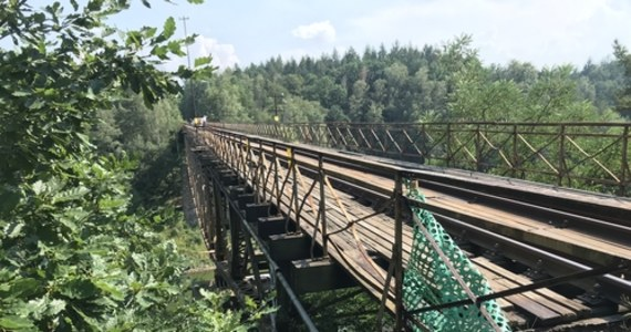 Ponadstuletni most nad Jeziorem Pilchowickim został wpisany do rejestru zabytków. W ten sposób ucięte zostały spekulacje, że amerykańscy filmowcy, którzy mają zamiar kręcić na nim zdjęcia, mogą uzyskać prawo do przynajmniej częściowego wysadzenia w powietrze tego zabytku.