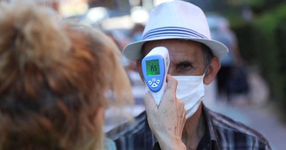 Płeć męska oraz wyższy wiek - przekraczający 75 lat - to główne czynniki podnoszące ryzyko zgonu na Covid-19 - ustalili naukowcy z Hiszpanii. Jak twierdzą, po pięciu miesiącach epidemii w Hiszpanii średni wiek zainfekowanych osób spadł z 70 do 36 lat.