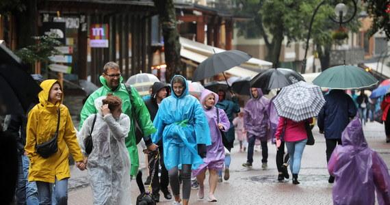 O przestrzeganie obostrzeń sanitarnych zaapelowało do turystów i mieszkańców starostwo powiatowe w Zakopanem. Powiat tatrzański znalazł się na liście kolejnych regionów zakwalifikowanych do tzw. strefy żółtej, a nowotarski - do czerwonej.