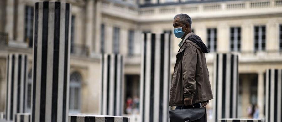 Francuskie ministerstwo zdrowia poinformowało o wykryciu 4771 zakażeń koronawirusem w ciągu ostatniej doby – to największy dobowy przyrost od otwarcia francuskiej gospodarki w maju. Zmarło 12 osób chorych na Covid-19.