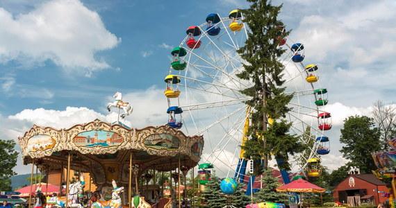 Park rozrywki Rabkoland w Rabce Zdroju (Małopolskie) zwolnił kilkadziesiąt osób, ponieważ od dziś jest tymczasowo nieczynny. Park musi wstrzymać działalność w związku z ogłoszeniem strefy czerwonej w powiecie nowotarskim.
