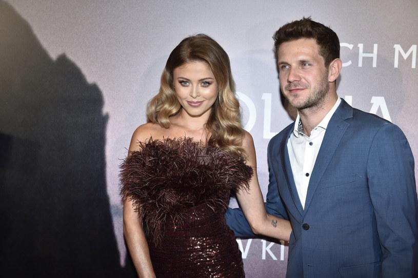 Kolejne rozstanie w polskim show-biznesie? Jeszcze niedawno Joanna Opozda i Antek Królikowski dzieli się w sieci romantycznymi kadrami. Aktorka opublikowała na swoim Instagramie zaskakujący wpis, w którym poinformowała, że ona i Królikowski nie są już razem!