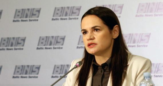 Przemoc na Białorusi powinna ustać, więźniowie polityczni powinni wyjść na wolność, w kraju powinny się odbyć nowe, przejrzyste i uczciwe wybory – oświadczyła w Wilnie Swiatłana Cichanouska, kandydatka w niedawnych wyborach prezydenckich na Białorusi.