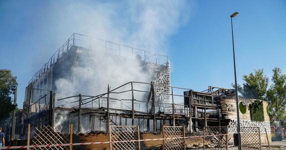 Jedna osoba zginęła, a dziewięć zostało rannych w wyniku pożaru, który wybuchł w hotelu Sisu Boutique w Marbelli – kurorcie na południu Hiszpanii. Ofiara śmiertelna to mężczyzna pochodzący z Francji – zginął po upadku z dużej wysokości, kiedy uciekał przed ogniem.