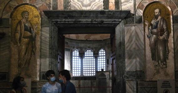 Prezydent Turcji Recep Tayyip Erdogan przekształcił kościół Świętego Zbawiciela na Chorze, jeden z najbardziej znanych bizantyjskich budynków w Stambule, w meczet. Stało się to miesiąc po otwarciu słynnej Hagii Sophii dla muzułmańskiego kultu.