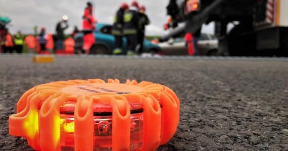 Jedna osoba zginęła, a sześć zostało rannych w wyniku zdarzenia trzech aut osobowych na autostradzie A1 pomiędzy węzłami Włocławek Północ i Ciechocinek — poinformował dyżurny z bydgoskiego oddziału GDDKiA.