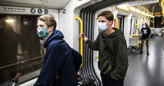 Dzieci w wieku 12 lat i starsze powinny nosić maseczki na twarz, aby pomóc w walce z pandemią koronawirusa, tak samo jak dorośli - poinformowały Światowa Organizacja Zdrowia (WHO) i Fundusz Narodów Zjednoczonych na rzecz Dzieci (UNICEF).
