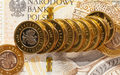 Banki: Spada oprocentowanie - sensowne lokaty tylko spod lady