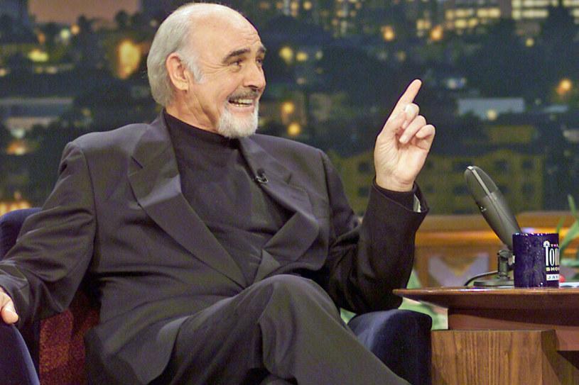Pewni ludzie są ikonami swoich czasów. Życiową postawą, zachowaniem i stylem bycia symbolizują minioną epokę. Kimś takim właśnie jest Sean Connery. Człowiek będący na szczycie w momencie, kiedy palenie drogich cygar popijanych Martini, nie było jeszcze uważane za grzech przeciwko starannie wypracowanej na siłowni sylwetce. Tych czasów już nie ma, ale Sean Connery wciąż pozostaje ich pamiątką. We wtorek, 25 sierpnia, legendarny aktor kończy 90 lat.