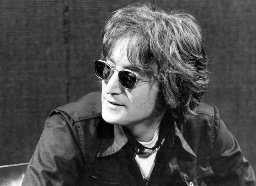 Amerykański fotograf Brian Hamill wydał wyjątkowe dzieło. Zawiera ono bardzo intymne portrety jednej z najsłynniejszych par artystycznych. Autor opowiedział przy tej okazji, jak bardzo Lennon zaskoczył go swoją naturalnością.