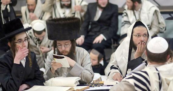 Coroczna pielgrzymka izraelskich chasydów na grób cadyka Nachmana z Bracławia na Ukrainie stoi pod znakiem zapytania z powodu pandemii koronawirusa. Władzom Izraela zależy na powstrzymaniu pielgrzymki, jednak sprzeciwiają się temu ultraortodoksyjni koalicjanci premiera Benjamina Netanjahu.