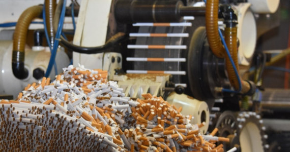 Centralne Biuro Śledcze Policji doprowadziło do zlikwidowania nielegalnej fabryki papierosów na terenie Niemiec. Zatrzymano 12 osób, w tym 6 Polaków, i przejęto wyroby tytoniowe warte ok. 3,8 mln euro.
