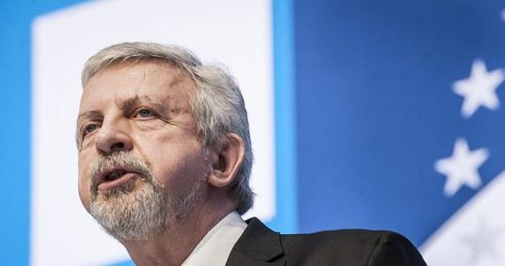 """""""Mam nadzieję, że Alaksandr Łukaszenka rozumie, iż przegrał, przegrał fatalnie. Ale się sprzeciwia, nie chce żadnego dialogu"""" - mówi w Rozmowie w samo południe w RMF FM Alaksandr Milinkiewicz, białoruski opozycjonista. """"To koniec tego czasu, gdy Łukaszenka miał wsparcie ponad 50 proc., nigdy nie mówił jakie są naprawdę wyniki wyborów, zawsze podwyższał do 80 proc., ale chyba wygrywał, a tym razem przegrał - bardzo wysoko"""" - podkreśla gość Marcina Zaborskiego."""