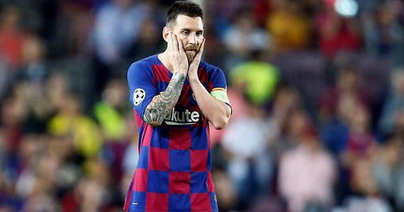 """""""Chcemy budować przyszłość razem z najlepszym zawodnikiem w historii klubu, dlatego nie rozważamy jego odejścia. Musimy okazać ogromny szacunek Messiemu, ponieważ jest najlepszym piłkarzem na świecie"""" - powiedział w środę dyrektor sportowy FC Barcelona Ramon Planes."""