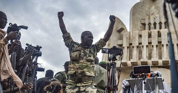 Mediatorzy z Afryki Zachodniej powiedzieli przywódcom zamachu stanu w Mali, że region zaakceptuje rząd przejściowy, kierowany przez cywila lub emerytowanego oficera armii na maksymalnie 12 miesięcy. Junta chce trzyletniego okresu przejściowego - poinformowała w środę Nigeria.