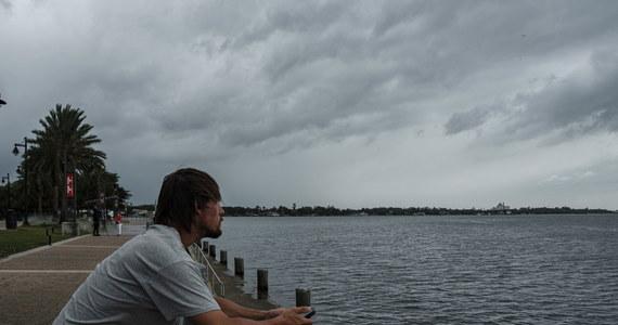 Nad wybrzeże Teksasu i Luizjany nadciąga Laura – huragan, który ma już czwartą kategorię w pięciostopniowej skali Saffira-Simpsona. Meteorolodzy ostrzegą przed niebezpieczeństwem. Obawiają się, że żywioł będzie miał katastrofalne skutki.