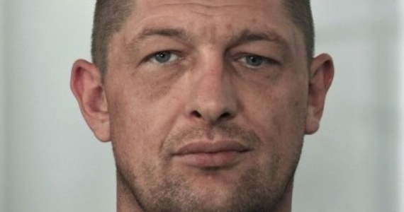 Policjanci z Mikołowa poszukują 39-latka podejrzanego o nielegalne składowanie i transport ponad 100 tysięcy litrów niebezpiecznych odpadów.