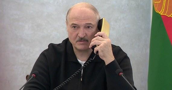 """Premierzy Białorusi i Rosji odbędą rozmowy w sprawie refinansowania długu Mińska w wysokości 1 mld dolarów - poinformował w czwartek białoruski prezydent Alaksandr Łukaszenka, cytowany przez państwowe media. Zapowiedział, że """"władze nie dopuszczą do krachu waluty narodowej""""."""