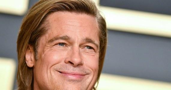 """Brad Pitt jest znów na okładkach plotkarskich gazet. A to za sprawą zdjęć, na których 56-letni gwiazdor Hollywood widnieje z niemiecką topmodelką o polskich korzeniach. Chodzi o 27-letnią Nicole Poturalski. Jak pisze niemiecki """"Bild"""", pikanterii sprawie dodaje fakt, że niemiecka piękność jest mężatką. Jej mężem jest znany berliński restaurator Roland Mary. Para ma 7-letniego syna Emila."""