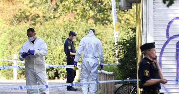 Sceny jak z filmu grozy rozegrały się na cmentarzu w miejscowości Solna w Szwecji. Dwaj nastolatkowie byli godzinami torturowani, a na koniec pogrzebani żywcem. Prawdopodobnie tak mieli zginąć. Życie uratował im przechodzień, który zaalarmował policję.