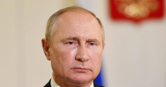 Putin wysyła jasny sygnał dla Zachodu i białoruskiej opozycji - Rosja może interweniować na Białorusi. Tak słowa Putina o przygotowanej na prośbę Łukaszenki rezerwie sił MSW ocenia rosyjska prasa.