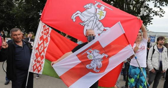 """""""Od 15 do 20+ osób zostanie objętych sankcjami, które UE nałoży na Białoruś""""  – usłyszała dziennikarka RMF FM Katarzyna Szymańska-Borginon od unijnego dyplomaty po pierwszym dniu nieformalnego spotkania szefów dyplomacji UE w Berlinie. Dzisiaj drugi dzień obrad."""