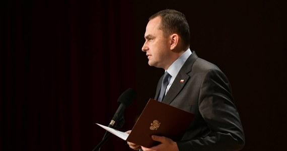 Prezydencki minister Adam Kwiatkowski zakażony koronawirusem. Sekretarz stanu w Kancelarii Prezydenta Andrzeja Dudy sam poinformował o dodatnim wyniku testu.