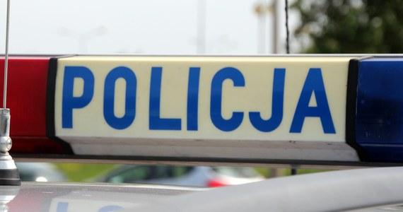 Policja bada okoliczności ataku 31-letniego mężczyzny na 9-latka, jego brata, matkę i jeszcze inną osobę, do którego doszło w piątek po południu na jednym z poznańskich osiedli. Już wiadomo, że sprawca był pod wpływem środków psychoaktywnych.