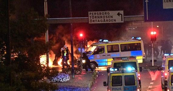 W szwedzkim Malmoe w imigranckiej dzielnicy Rosengrad wybuchły w piątek wieczorem zamieszki po spaleniu Koranu przez członków duńskiej partii antymuzułmańskiej Stram Kurs (szw. twarda linia).