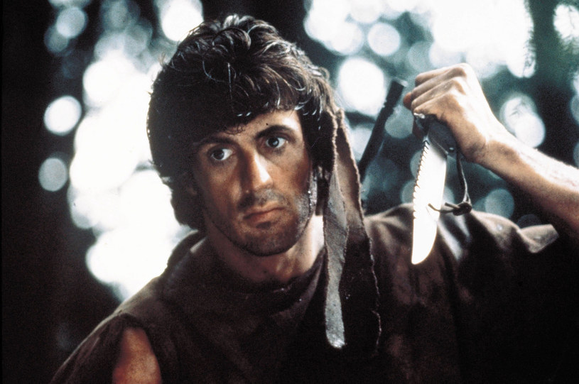 """Hollywoodzki gwiazdor kina akcji zamierza sprzedać trzy noże ze swojej kolekcji. Wszystkie - jak zapowiedział - zaprojektowane do filmu """"Rambo: Pierwsza krew"""" z 1982 roku. Jeden z nich naprawdę był użyty w filmie."""