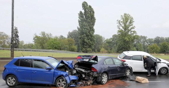 Sześć aut zderzyło się przy ul. Łazienkowskiej w Warszawie. Sprawca zderzenia miał półtora promila alkoholu w wydychanym powietrzu - informuje policja.