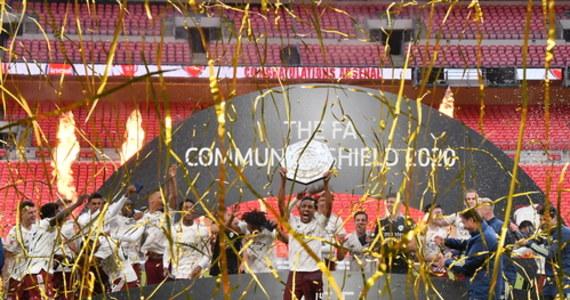 """Piłkarze Arsenalu Londyn wywalczyli Tarczę Wspólnoty, wygrywając na Wembley z mistrzem kraju Liverpoolem 5-4 w serii rzutów karnych. Po 90 minutach było 1:1. """"Kanonierzy"""" po raz 16. zdobyli to trofeum."""