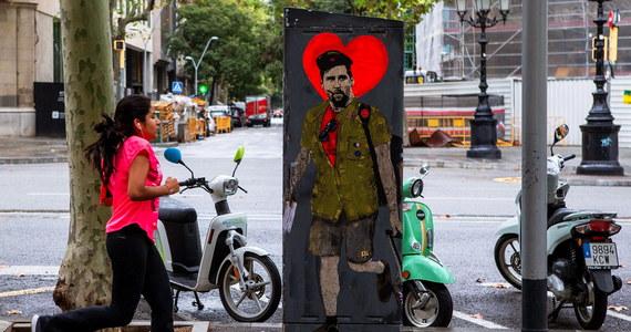 Artysta uliczny Salvatore Benintenda, specjalizujący się w technice graffiti, namalował piłkarza FC Barcelona Lionela Messiego w mundurze rewolucjonisty Che Guevary. Dzieło widnieje na stacji transformatorowej, przy jednej z głównych ulic Barcelony.