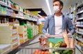 Badanie KPMG. Polacy wstrzymują wydatki, bo pandemia może potrwać dłużej