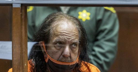 Gwiazda branży porno Ron Jeremy jest oskarżony o liczne przestępstwa seksualne, które miał popełnić na przestrzeni 16 lat. Jak informuje NBC Los Angeles, 67-latek może zostać skazany na… 250 lat więzienia.