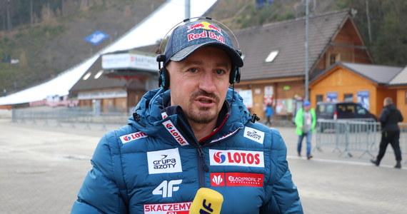 """""""Nie bójmy się maseczek, często dezynfekujmy ręce"""" - mówił we wtorek w Tychach (Śląskie) legendarny skoczek narciarski Adam Małysz, który na przełomie czerwca i lipca doświadczył zakażenia koronawirusem."""
