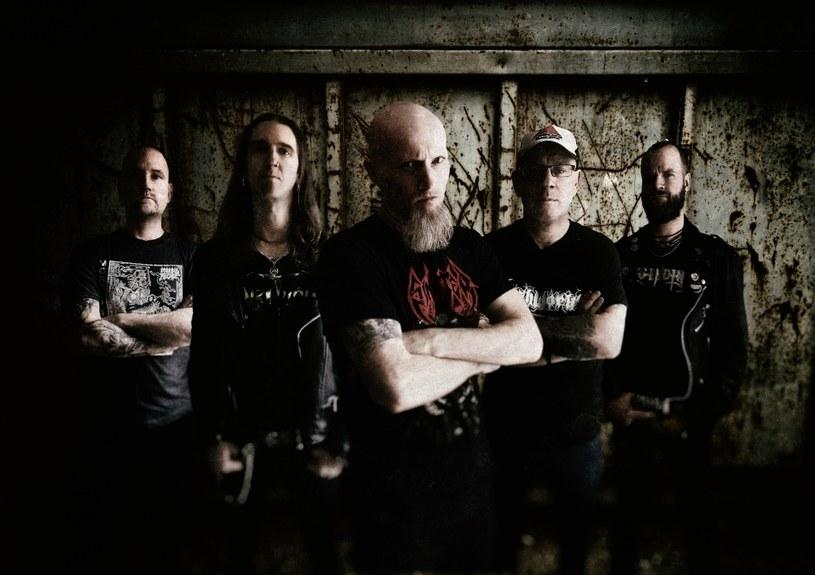 """Międzynarodowa grupa Darkened odlicza już dni do premiery pierwszego albumu """"Kingdom Of Decay""""."""