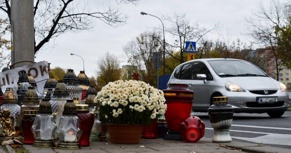 """""""Podczas tegorocznych wakacji na polskich drogach doszło do ponad 5,3 tys. wypadków, w których zginęło prawie 500 osób, a ponad 6,2 tys. zostało rannych"""" - poinformował we wtorek PAP komisarz Robert Opas z Biura Ruchu Drogowego Komendy Głównej Policji."""