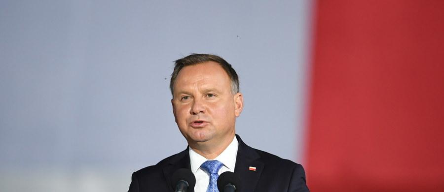 Kancelaria Prezydenta poinformowała, że prezydent Andrzej Duda zwołał na piątek Radę Gabinetową. Jej tematem ma być pandemia koronawirusa.