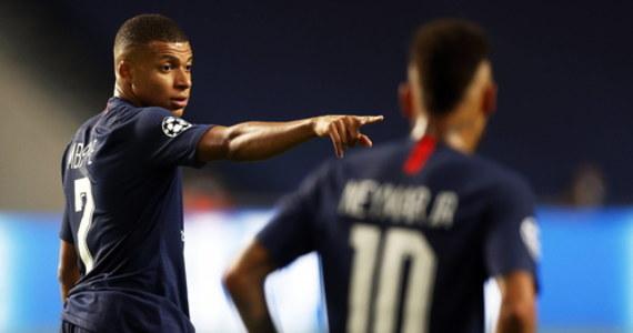 """Co najmniej dwóch piłkarzy Paris Saint-Germain zostało zainfekowanych koronawirusem podczas wakacji, jakie w ostatnim tygodniu sierpnia spędziła na hiszpańskiej Ibizie grupa zawodników francuskiego klubu, twierdzi dziennik """"El Mundo""""."""