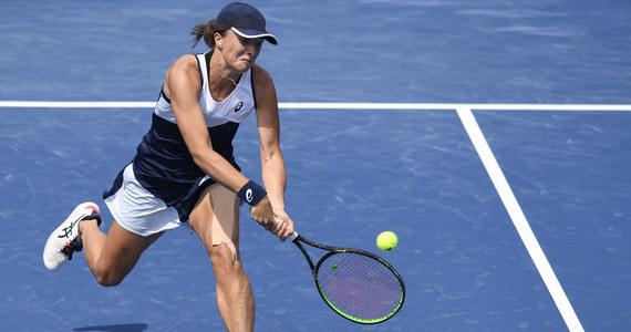 Iga Świątek pewnie awansowała do drugiej rundy wielkoszlemowego turnieju US Open. Polska tenisistka pokonała na otwarcie w Nowym Jorku rozstawioną z numerem 29. Rosjankę Weronikę Kudiermietową 6:3, 6:3.