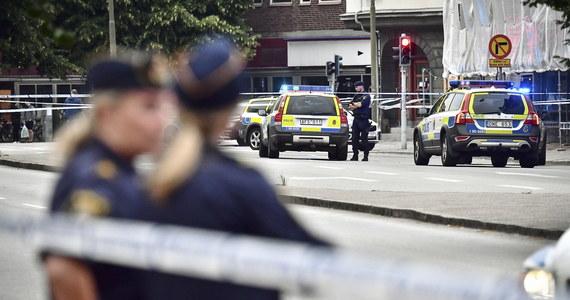 W Goeteborgu walczące ze sobą gangi przejmują funkcję policji, kontrolując wjeżdżające do ich dzielnic samochody. Lokalne służby są bezradne, a sytuacja wywołała ogólnokrajową debatę na temat zaostrzenia w Szwecji kar za przestępstwa.