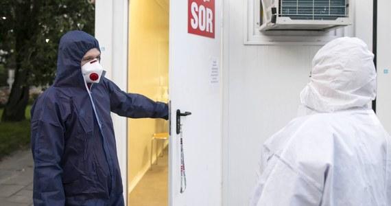 Ministerstwo Zdrowia podało informację o 595 nowych przypadkach koronawirusa oraz zgonach aż 20 osób. Wyzdrowiała także rekordowa liczba chorych od początku pandemii - aż 835 osób. Łącznie od początku epidemii w Polsce SARS-CoV-2 zaraziło się 68 517 osób, a 2078 zmarło.