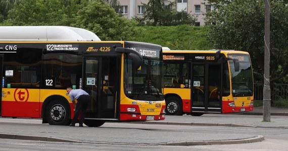 Zarzut prowadzenia autobusu po pijanemu oraz sprowadzenia niebezpieczeństwa dla zdrowia i życia wielu osób dla stołecznego kierowcy linii 724. Mężczyznę zatrzymano w poniedziałek w okolicach Metra Kabaty. Miał prawie dwa promile alkoholu w organizmie. Mężczyzna przełamał zabezpieczenie, by móc prowadzić pojazd w stanie nietrzeźwości.