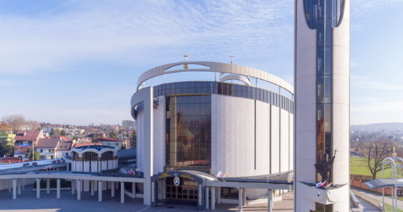 U jednej z osób posługujących do mszy w bazylice Miłosierdzia Bożego w Krakowie-Łagiewnikach wykryto koronawirusa. Kwarantanną z powodu zachorowań objęte zostały także siostry z krakowskiego klasztoru Zgromadzenia Sióstr Matki Bożej Miłosierdzia.