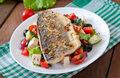 Filety rybne na sałatce z fetą